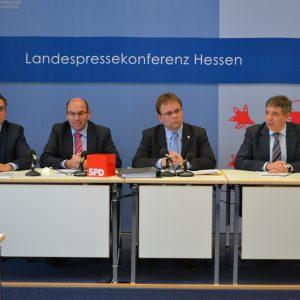 v.l.n.r. Fabio Longo, Manfred Schaub, Timon Gremmels, Gerd-Uwe Mende