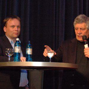 Hermann Scheer mit MdL Timon Gremmels während einer Veranstaltung im Mai 2010