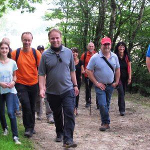 Die Wandergruppe auf dem Weg von Nieste nach Kaufungen