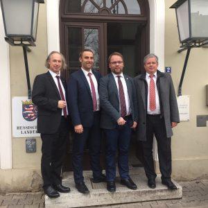 Experten der Anhörung Paschold (Bürgerenergiegenossenschaft Reinhardswald) und Trendelburgs  Bürgermeister Bachmann, sowie Bürgermeister Lengemann aus Fuldabrück